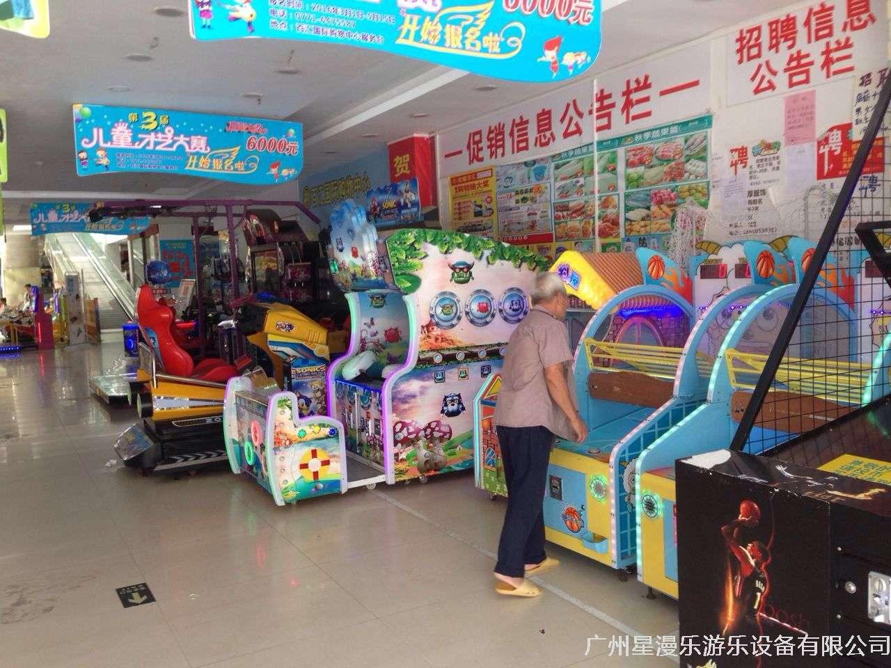 兒童電玩區里,各種兒童益智電玩設備擺放在人流量最明顯的電梯兩側,讓進進出出的孩子看到就有想體驗的沖動……